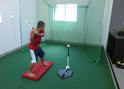 院内にスポーツのフォームチェックや運動療法が可能なスペースを完備しています。